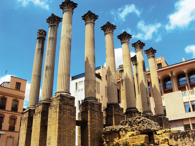 Les vestiges d'un temple romain dans le centre-ville de Cordoue