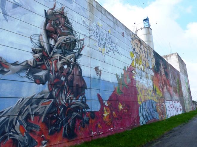 Street art le long du chemin de halage à Charleroi