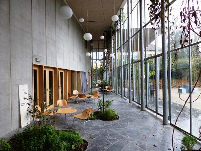 Le très agréable jardin intérieur du musée de la photographie de Charleroi