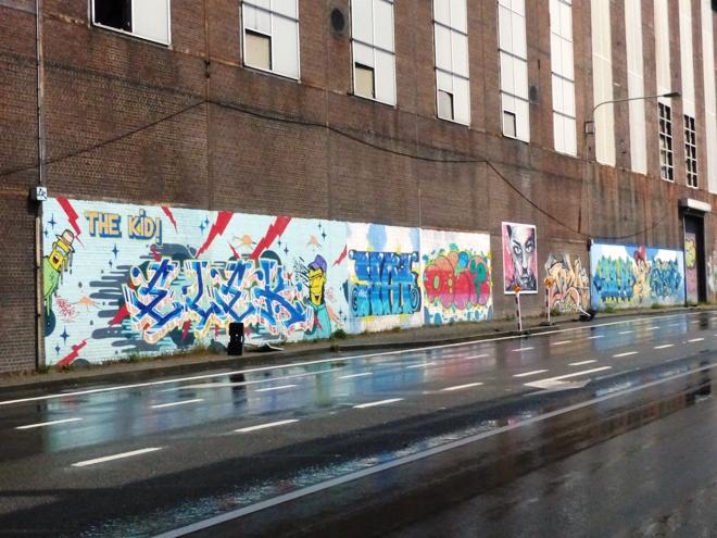 Plusieurs oeuvres de street art route de Mons à Charleroi