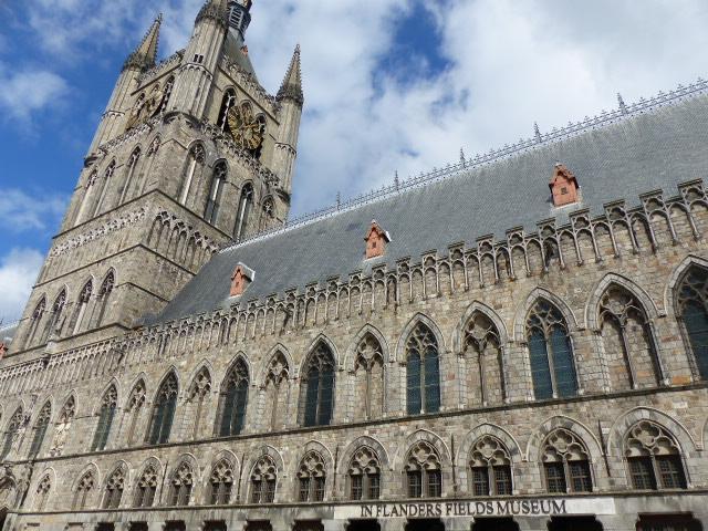 Le In Flanders Fields Museum et le Beffroi de Ypres