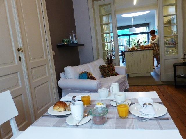 Agréable Petit déjeuner au Bed & Breakfast De Nacht Wacht à Ypres