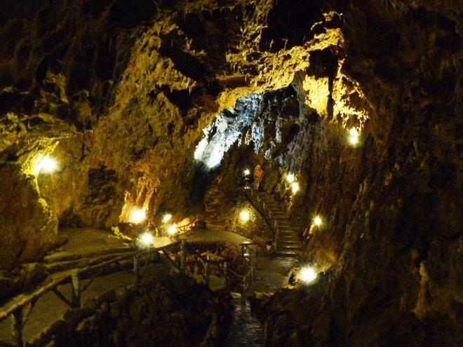 La plus grande salle de la grotte La Merveilleuse à Dinant