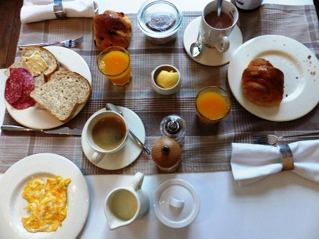 Petit déjeuner au Bed & Breakfast De Nacht Wacht à Ypres