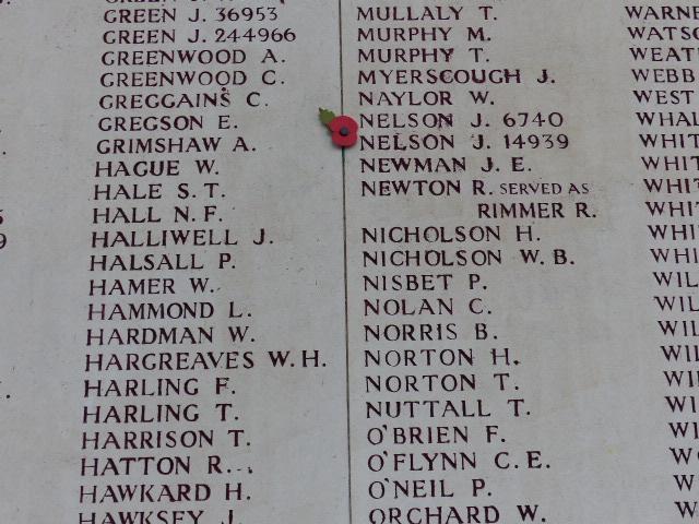 54 896 noms de soldats disparus pendant la Première Guerre Mondiale qui sont inscris sur la Porte de Menin