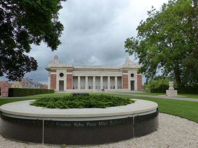 La porte de Menin vue depuis les remparts de Ypres