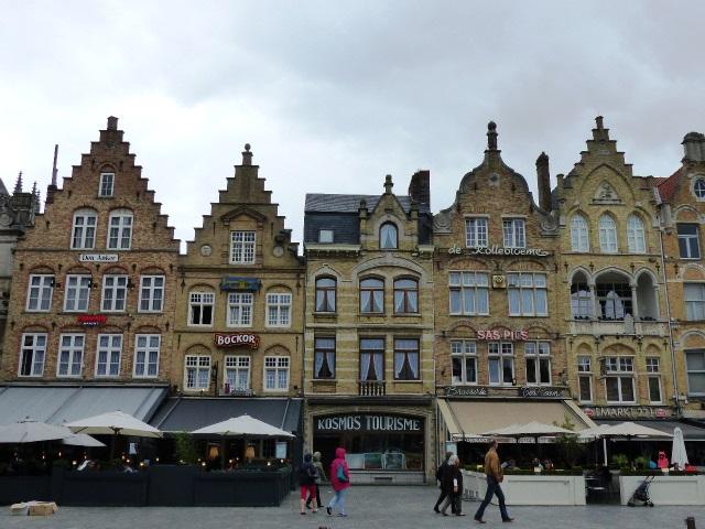 Les magnifiques maisons sur la Grand Place d'Ypres