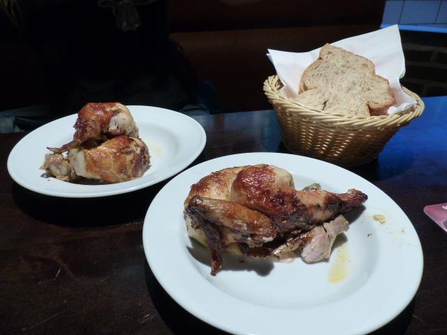 Chez Koekoek on mange le 1/2 poulet avec les doigts