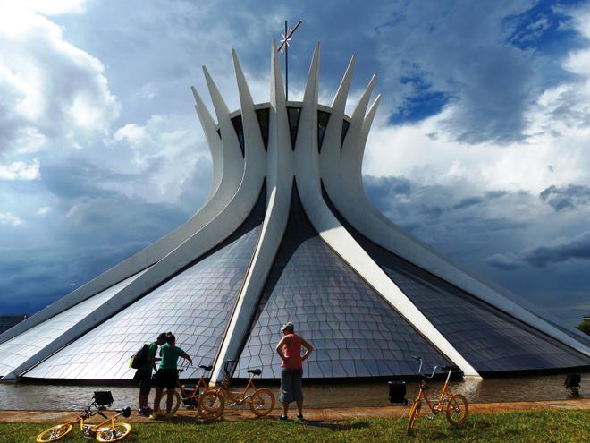 Participer à une visite guidée c'est l'occasion idéal pour discuter avec des locaux (Brasília - Brésil)
