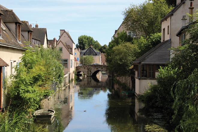 Promenade au bord de la rivière de l'Eure à Chartres