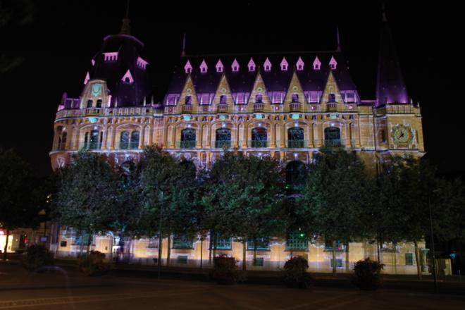 La médiatheque illuminée pendant Chartres en Lumieres