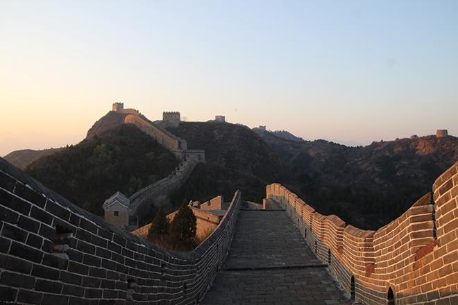 Coucher de soleil sur la Grande Muraille de Chine à Jinshanling