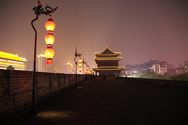 Remparts de Xi'an à la nuit tombée
