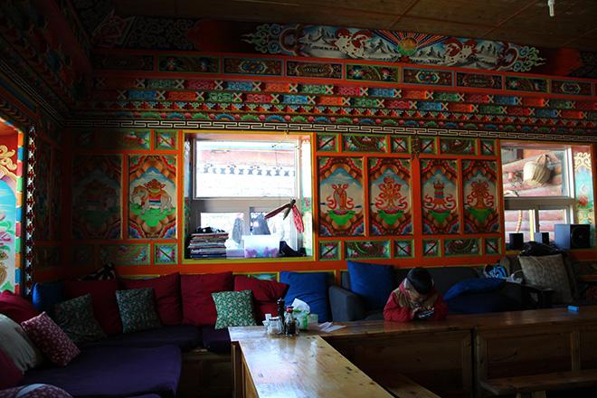 L'auberge Khampa Cafe sur la place de Tagong