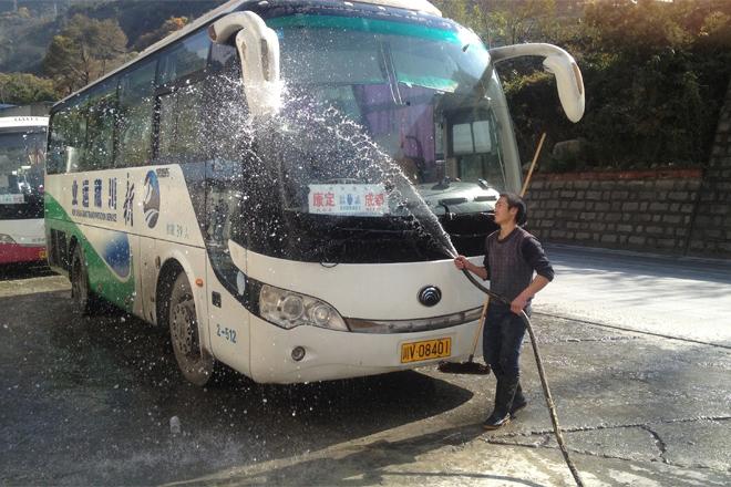 Lavage du bus entre Chengdu et le Sichuan