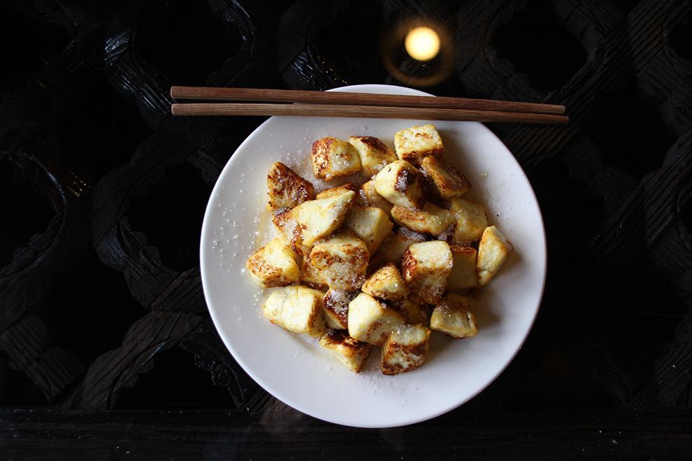 Où manger à Shaxi : Croquettes de fromage de chèvre avec du sucre au Pear Orchard Temple