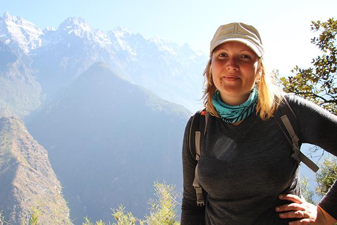 Pause photo pendant la descente du trek des gorges du saut du tigre