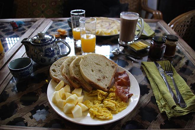 Où manger à Shaxi : Petit déjeuner américain au Old Theatre Inn