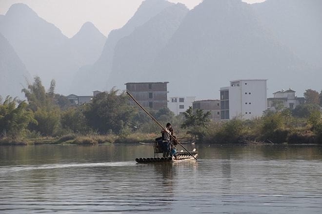 Bambou boat et pains de sucre à Yangshuo en Chine