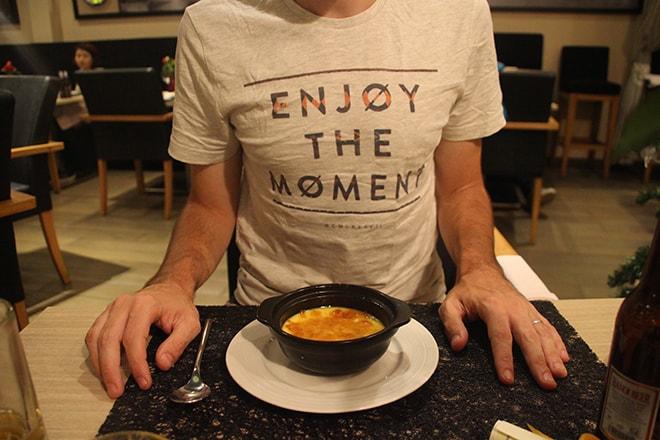 Manger français au Café des Arts à Hanoi