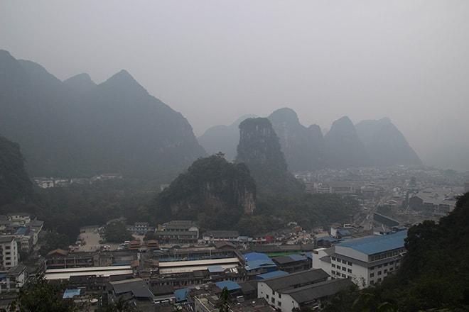 Vue sur Yangshuo depuis le pic de la télévision