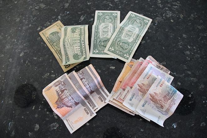 Riels Dollars monnaie Cambodge