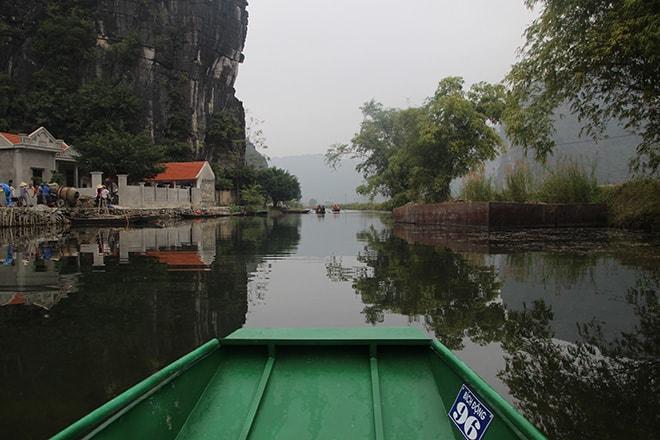 Tour en barque dans la baie d'halong terrestre à Tam Coc