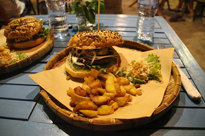 Burger au Hill Smokeria à Mui Né