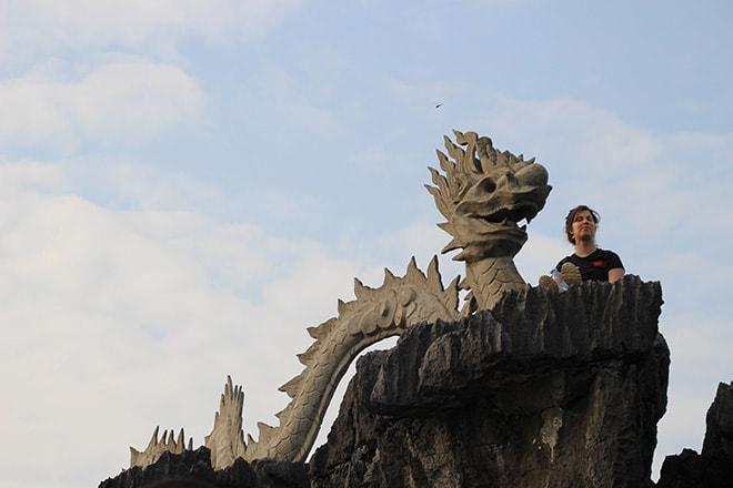 Le dragon au sommet du mont Mua