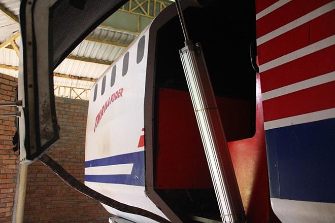 Simulateur de vol dans le parc aquatique abandonné