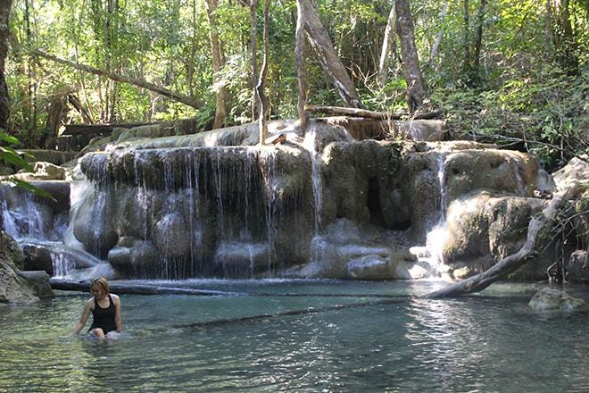 Une des cascades d'Erawan près de Kanchanaburi