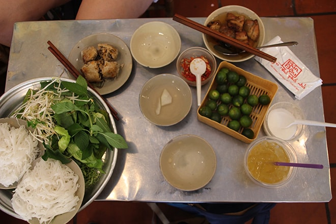 Combo Bun Cha au restaurant Bún Đậu Ngõ Phố Nhỏ
