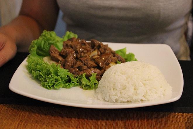 Lok Lak au restaurant Mok Mony à Phnom Penh