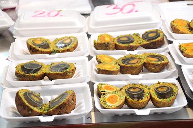 oeufs au night-market de kanchanaburi