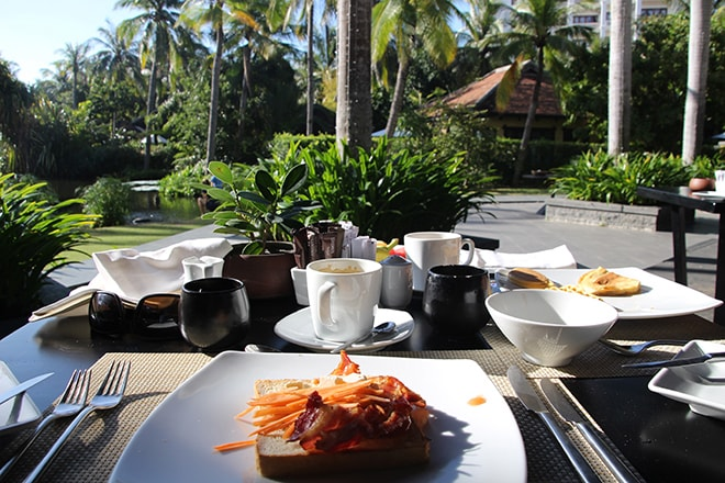petit dejeuner terrasse Anantara Mui Ne Vietnam