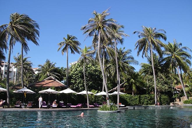 piscine et palmier Anantara Mui Ne Vietnam