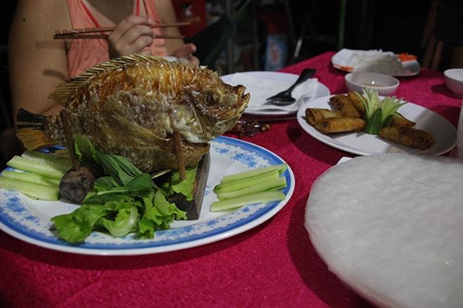 Repas de fou au homestay Ngoc Sang à An Binh