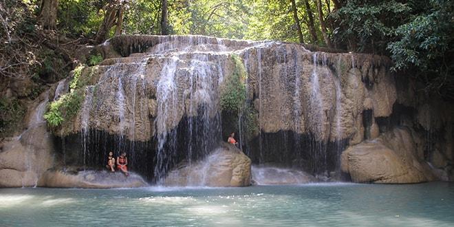 Les cascades d'Erawan près de Kanchanaburi