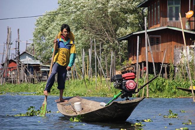 Habitant lac Inle Birmanie
