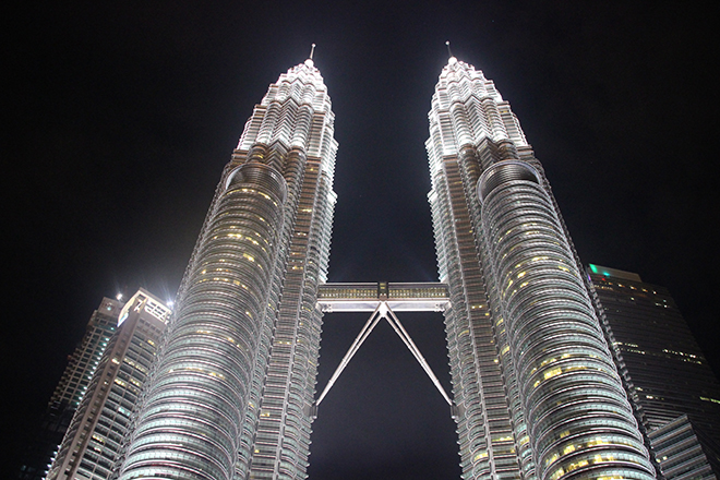 Kuala Lumpur Tours Petronas illuminees