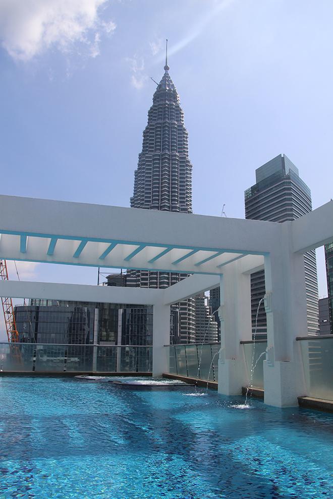 Piscine avec vue sur Petronas