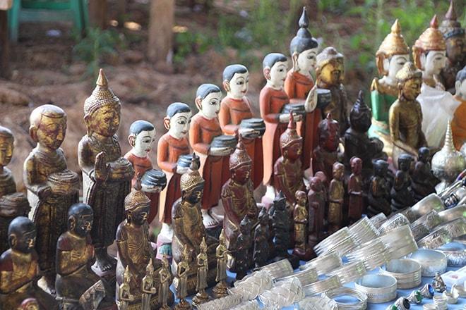 Statues bouddhas lac Inle Birmanie