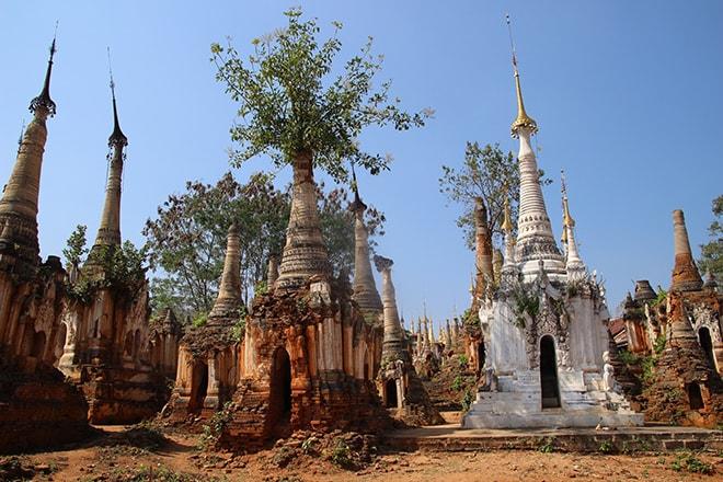 Stupas lac Inle Birmanie