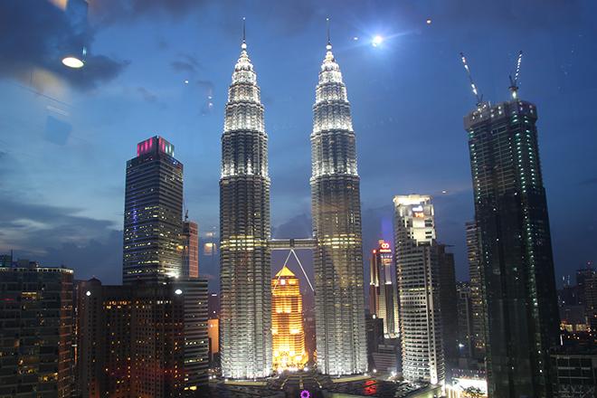 Tour Petronas de nuit Kuala Lumpur