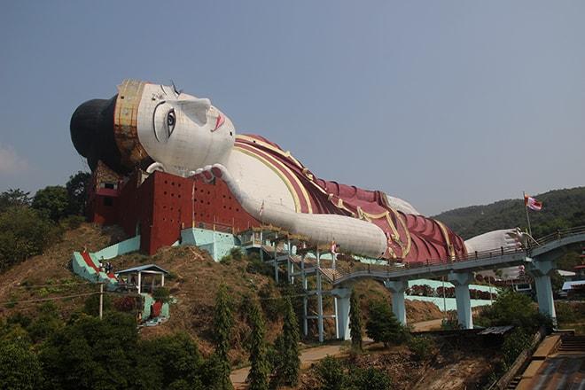 Le plus grand bouddha couché au Monde est à Mawlamyine
