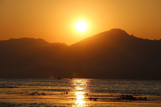 fin de journée lac Inle Birmanie