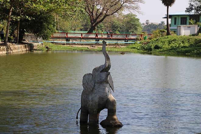 Le lac Kandawgyi à Yangon