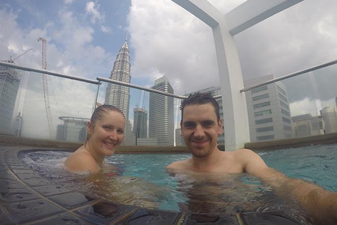 piscine avec vue sur les petronas