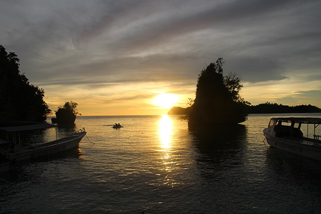 Coucher de soleil Black Marling Dive Resort Kadidiri iles Togian où dormir dans les îles Togian