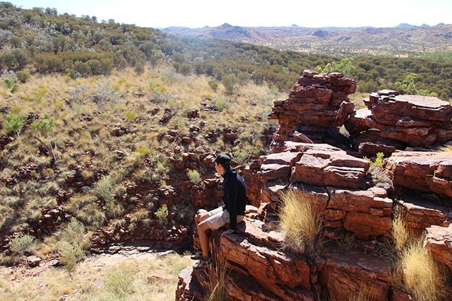 Tom assis Trephina Gorge Australie